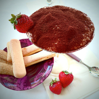 Tiramisu with strawberries - Obrázkek zdarma pro iPad mini 2