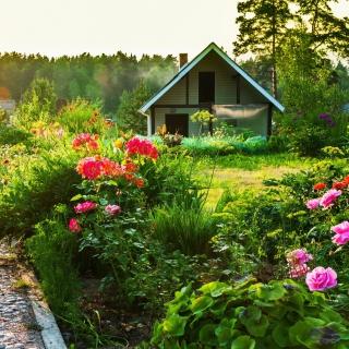 Country house with flowers - Obrázkek zdarma pro 2048x2048