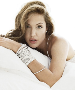Angelina Jolie - Obrázkek zdarma pro Nokia C1-02