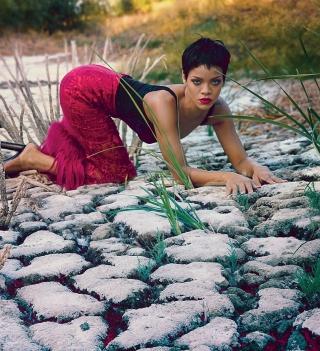 Rihanna Posing - Obrázkek zdarma pro 2048x2048