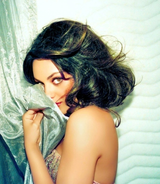 Confused Mila Kunis - Obrázkek zdarma pro iPhone 5