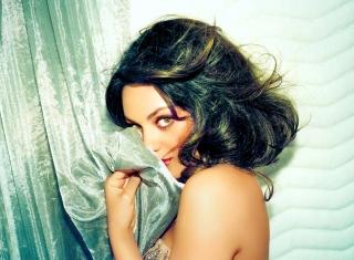 Confused Mila Kunis - Obrázkek zdarma pro HTC Wildfire