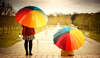 Girl With Rainbow Umbrella - Obrázkek zdarma