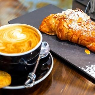 Croissant and cappuccino - Obrázkek zdarma pro 128x128
