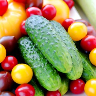 Raw foodism Food - Cucumber - Obrázkek zdarma pro 320x320