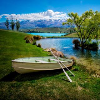 Boat on Mountain River - Obrázkek zdarma pro 208x208