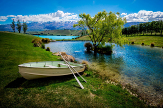 Boat on Mountain River - Obrázkek zdarma pro Fullscreen Desktop 800x600