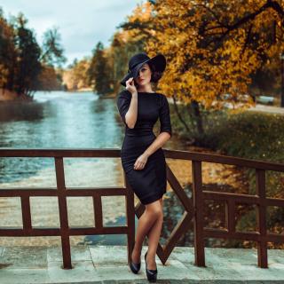 Fit Autumn Lady - Obrázkek zdarma pro 128x128