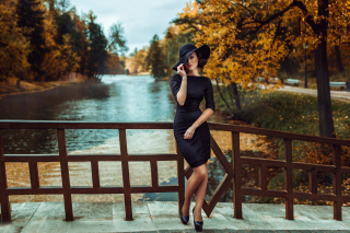Fit Autumn Lady - Obrázkek zdarma pro Fullscreen Desktop 1024x768
