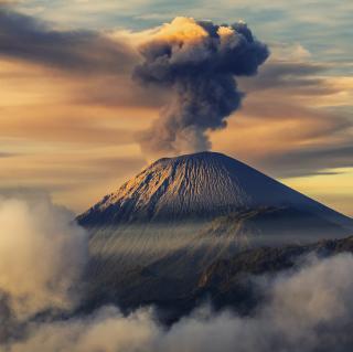 Volcano In Indonesia - Obrázkek zdarma pro 128x128