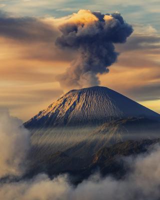 Volcano In Indonesia - Obrázkek zdarma pro Nokia X7