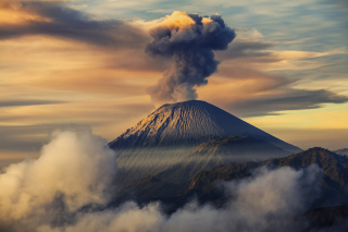 Volcano In Indonesia Picture for Android, iPhone and iPad