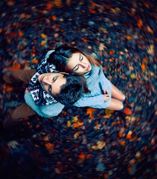 Autumn Couple's Portrait - Obrázkek zdarma pro iPhone 4