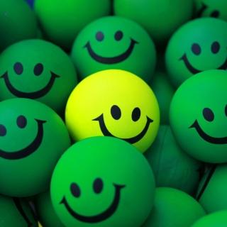 Smiley Green Balls - Obrázkek zdarma pro iPad Air