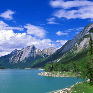 Medicine Lake Volcano in Jasper National Park, Alberta, Canada - Obrázkek zdarma pro iPad mini 2