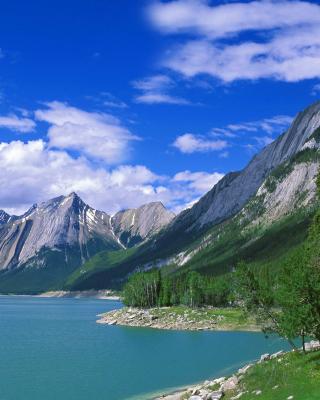 Medicine Lake Volcano in Jasper National Park, Alberta, Canada - Obrázkek zdarma pro 360x480