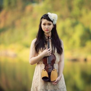 Girl With Violin - Obrázkek zdarma pro 1024x1024