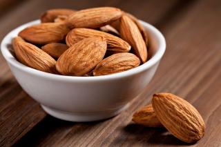 Almonds - Obrázkek zdarma pro HTC Desire 310