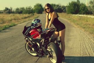 Hot Brunette And Suzuki Motorbike - Obrázkek zdarma pro HTC Wildfire