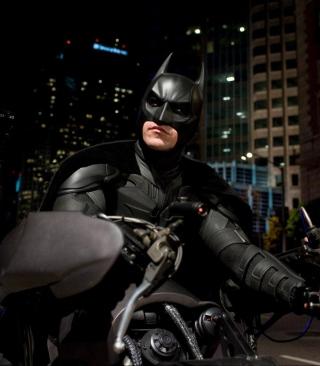 Batman on Batpod - Obrázkek zdarma pro 320x480