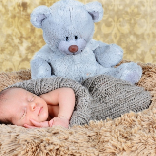 Baby And His Teddy - Obrázkek zdarma pro iPad 2