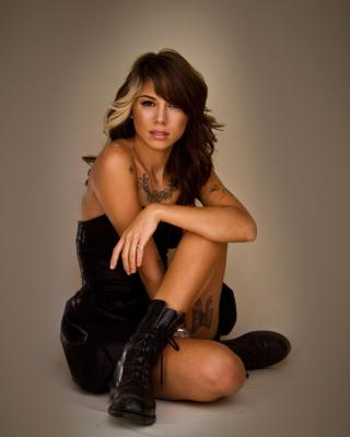 Christina Perri - Obrázkek zdarma pro Nokia 300 Asha