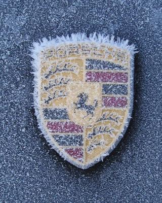 Porsche Logo - Obrázkek zdarma pro 750x1334