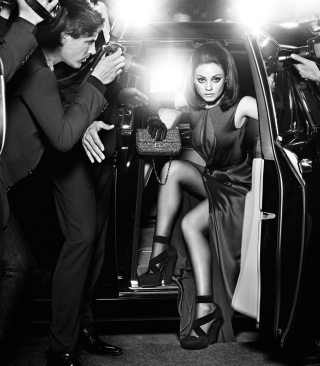 Mila Kunis Hollywood Star - Obrázkek zdarma pro Nokia C1-00