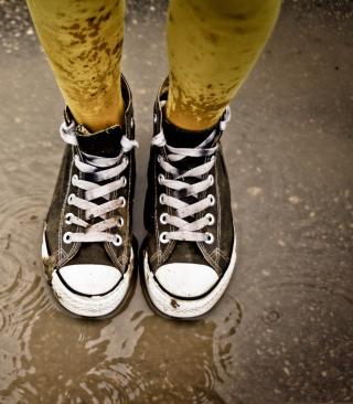 Wet Sneakers - Obrázkek zdarma pro Nokia 300 Asha