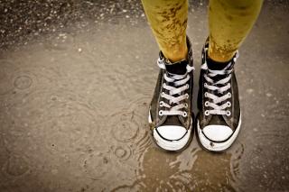 Wet Sneakers - Obrázkek zdarma pro 1024x600