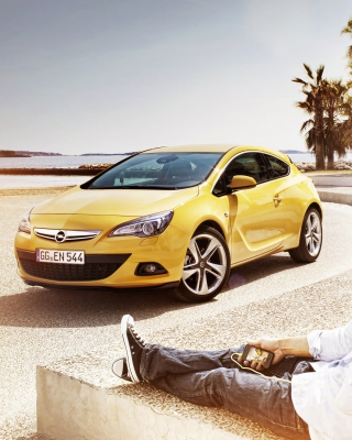 Couple with Opel - Obrázkek zdarma pro Nokia 206 Asha
