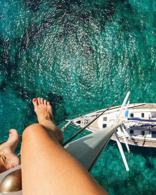Crazy photo from yacht mast - Obrázkek zdarma pro 480x800