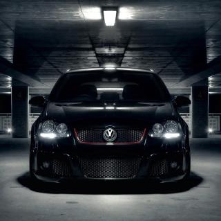 Volkswagen Golf in Parking - Obrázkek zdarma pro iPad 2