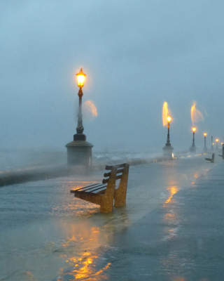 Embankment during the hurricane - Obrázkek zdarma pro Nokia C-5 5MP