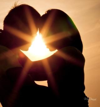 Love Shines Kiss - Obrázkek zdarma pro iPad
