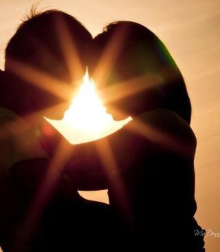 Love Shines Kiss - Obrázkek zdarma pro 480x800