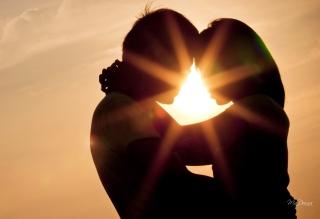 Love Shines Kiss - Obrázkek zdarma pro 1152x864