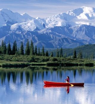 Canoe In Mountain Lake - Obrázkek zdarma pro iPad