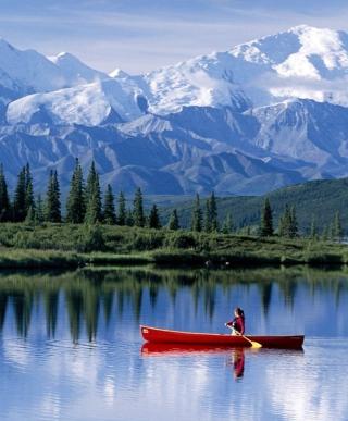 Canoe In Mountain Lake - Obrázkek zdarma pro iPhone 5C