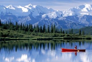 Canoe In Mountain Lake - Obrázkek zdarma pro 220x176