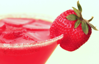 Free Strawberry Cocktail Picture for Android, iPhone and iPad