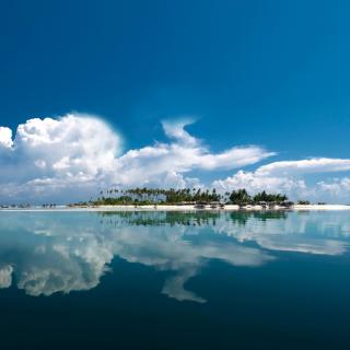 Exotic Lonely Island in Ocean - Obrázkek zdarma pro iPad mini 2