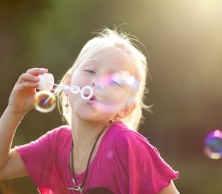 Bubbles And Childhood - Obrázkek zdarma pro iPad Air