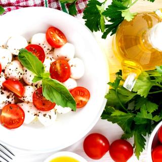 Salat, basil, parsley, mozzarella, tomatoes - Obrázkek zdarma pro 320x320