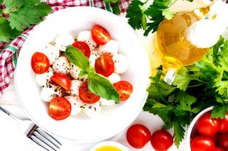 Salat, basil, parsley, mozzarella, tomatoes - Obrázkek zdarma pro Samsung Galaxy S6