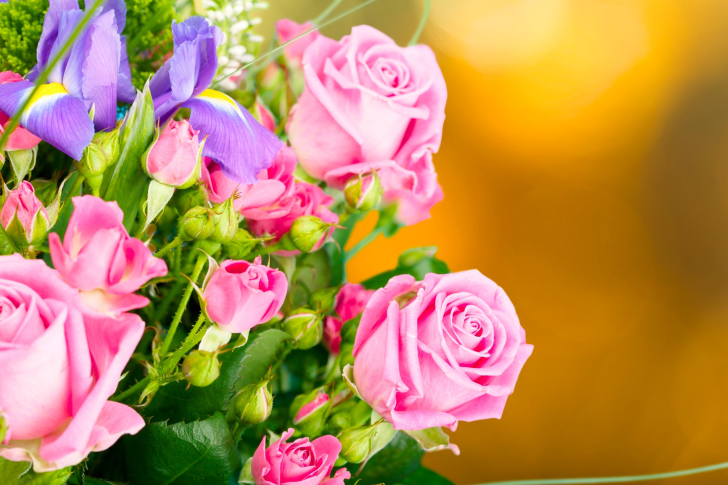 Spring bouquet of roses wallpaper