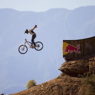 Red Bull Extreme Bicyclist - Obrázkek zdarma pro iPad 2