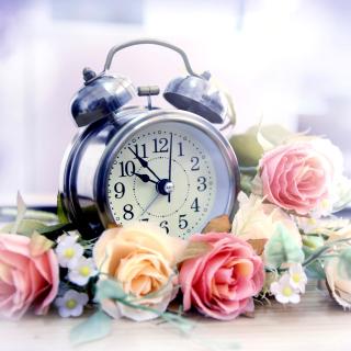 Alarm Clock with Roses - Obrázkek zdarma pro iPad Air