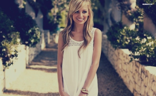 Beautiful Blonde Nicole Ritchie Background for Android, iPhone and iPad