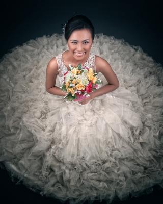 Happy Bride - Obrázkek zdarma pro Nokia Asha 300
